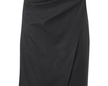 חצאית מאקי, חצאית מעטפת שחורה