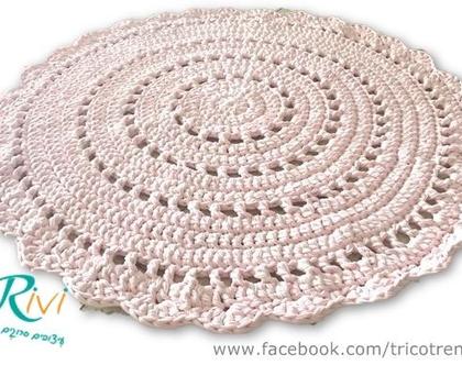 שטיח סרוג בדוגמה מהודרת ורכה בגוון ורוד בהיר, מושלם לחדר של תינוקת , שטיח לחדר של ילדה, חדר של בת, עיצוב חדר לילדה| שטיח טריקו |