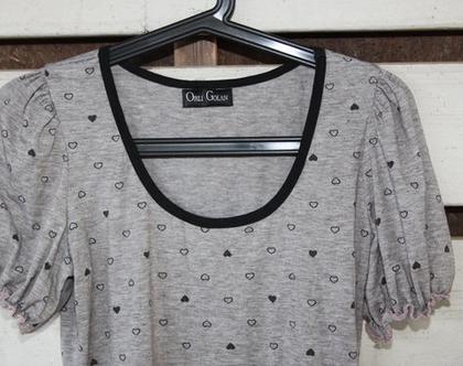 חולצת בייסיק אפורה של אורלי גולן