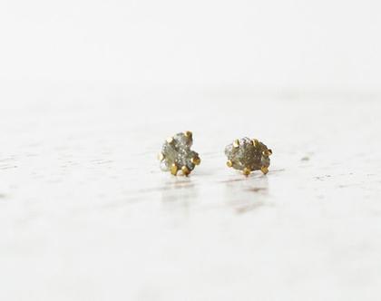 עגילי יהלום אפור גולמי צמודים