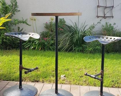 שולחן בר וכסאות מצינורות