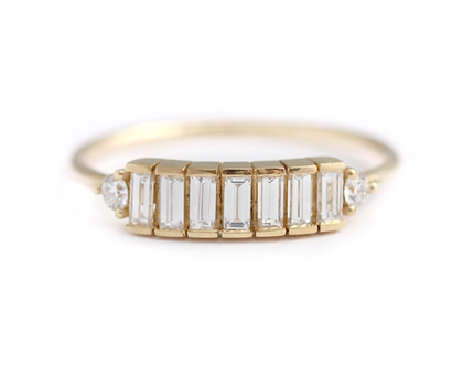 טבעת יהלומים בחיתוך באגט, טבעת באגט, טבעת אירוסין עדינה, טבעת אירוסין ארט דקו, טבעת בשיבוץ שורת יהלומים