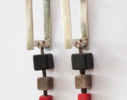 עגילים תלוים, עיצוב אורבני, עגילי כסף מושחר, עגילים עם אבנים, עגילים שחור אדום, עיצוב מינימלסטי, תכשתים בעבודת יד