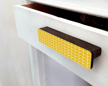 ידיות מעוצבות לארונות ומגירות, ידית ארוכה דקורטיבית דגם צהוב גאומטרי