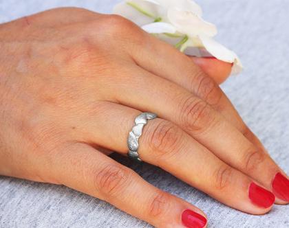 טבעת נישואין זהב לבן, טבעת זהב, טבעת נישואין עלים, טבעת נישואין עדינה, טבעת נישואין ייחודית, טבעות נישואין מעוצבות, טבעות נישואים,טבעת לאישה