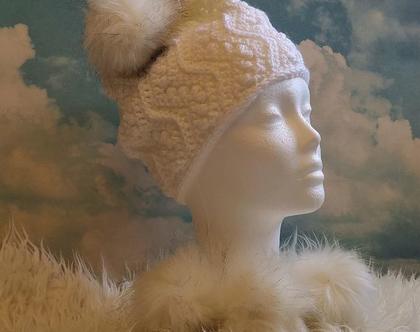 כובע סרוג לאשה פונפון לבן