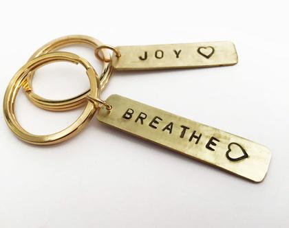 מחזיק מפתחות ממתכת עם חריטה מחזיק מפתחות עם חריטה אישית מתנה