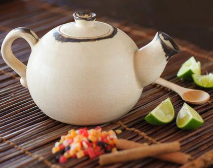 קומקום תה מקרמיקה, קומקום לחליטות תה, קומקום לבן מקרמיקה, קומקום עבודת יד, קומקום מעוצב, מתנה לחתונה, מתנה לסבתא (מיוצר לפי הזמנה)