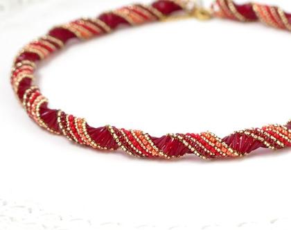 שרשרת ספירלה, אדום וזהב, שרשרת מעוצבת לאישה, שרשרת בעבודת יד, שרשרת אדומה, שרשרת חרוזים, שרשרת מיוחדת