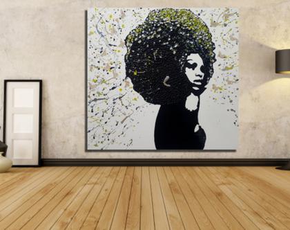 """""""דארלין"""" - יצירהבעבודת יד של אישה שחורה קלאסית עם שיער שופע בטקסטורות מובלטות, והזלפות צבע.."""