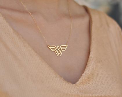 שרשרת וונדר וומן זהב, שרשרת סופרוומן זהב, שרשרת סופרגירל, שרשרת לאישה, שרשרת מתנה לאמא, שרשרת זהב עדינה, מתנה לאישה, גל גדות- מאחוריך!