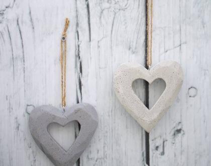 זוג לבבות בטון לתלייה | לב לתלייה | אקססוריז לתלייה על הקיר | מובייל לב | הום סטיילינג | עיצוב הבית