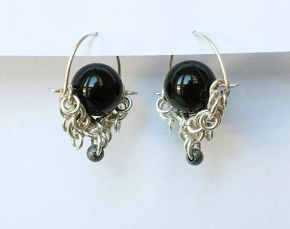 עגילי כסף עם אבן אוניקס, עגילים תלוים עם אבן שחורה, עגילי חישוק, תכשיטים בעבודת יד