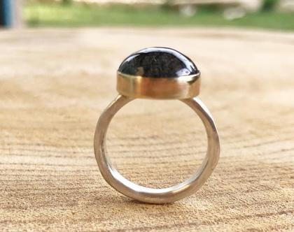 טבעת כסף וזהב   טבעת עם אבן   אבן טורמלין   טבעת בעבודת יד   טבעת משובצת אבן טורמלין   טבעת מיוחדת