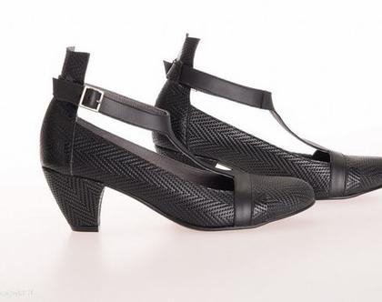 נעלי עקב קלרה מעור שחור קלוע