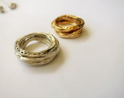 טבעת ליפוף גדולה מזהב בעבודת יד מעוצבת וייחודית