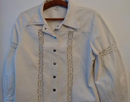 חולצת ג'ינס לאישה סיקסטיז בוהו שיק   חולצת ג'ינס בצבע לבן - קרם עם תחרה
