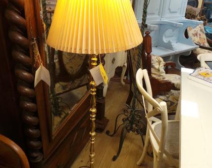 מנורת רצפה עתיקה