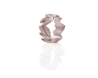 טבעת נישואין זהב לבן, טבעת נישואין עלי דפנה 18K, טבעת נישואים עדינה, טבעת נישואים מיוחדת, טבעת זהב מעוצבת, טבעת עלים, טבעת נישואין לאישה