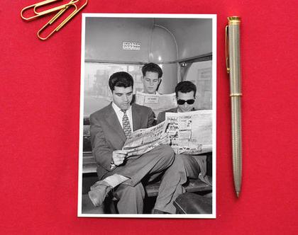 גלויה: קוראי העיתונים