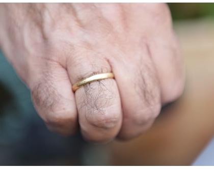 טבעת נישואין עם טקסטורה לגבר מזהב 14K
