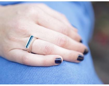 טבעת חותם צרה מכסף 925 בשילוב אמייל ירוק