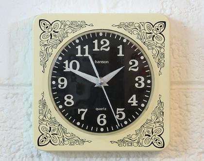 שעון קיר וינטאג׳ אירי בצבע שנהב