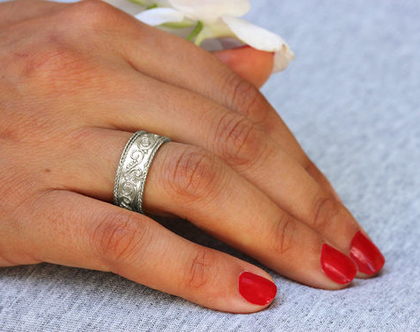 טבעת נישואין זהב לבן, טבעת נישואין וינטאג', טבעת נישואין מיוחדת, טבעת נישואים, טבעת נישואין לאישה, טבעת זהב מעוצבת, טבעת נישואים תחרה,