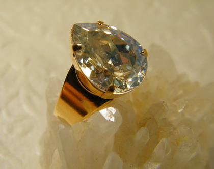 טבעת קריסטל | טבעת סברובסקי | טבעת ציפוי זהב | טבעת אבן טיפה | טבעת אבן שקופה | טבעת לאירוע