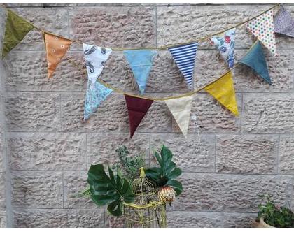 שרשרת דגלים צבעונית ושמחה עבודת יד תוצרת הארץ - 13 דגלונים שמחים