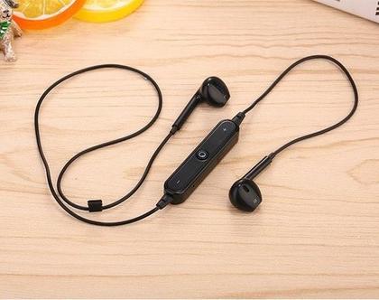 אוזניות אלחוטיות בחיבור בלוטוס
