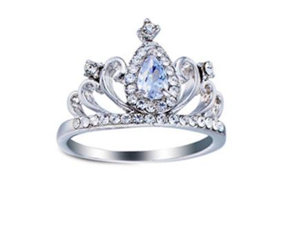 טבעת כתר בשילוב קריסטלים | טבעות גדולות | טבעת | טבעת לאישה | טבעת גדולה | טבעת ערב | טבעת לכלה | אבני סברובסקי | טבעת לאירוע |