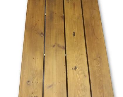 שולחן סלון מעץ ממוזר