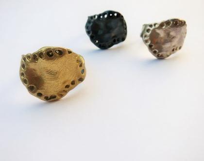 טבעת חותם גדולה במראה גולמי מחוררת בעבודת יד