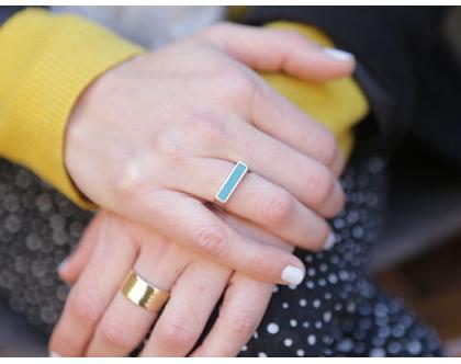 טבעת צרה בשילוב אמייל טורכיז בציפוי זהב, טבעות ייחודיות, טבעת עבודת יד, מתנה לאישה