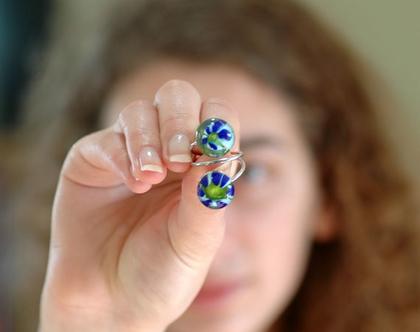 טבעת עם בלוני זכוכית ירוק כחול תכלת