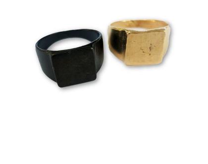 טבעת חותם גדולה מזהב 18k מיוחדת במראה גולמי