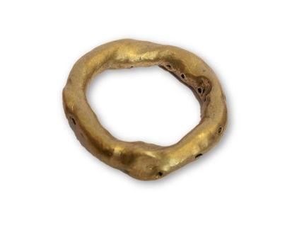 טבעת זהב בעיצוב גולמי בעבודת יד טבעת נישואין