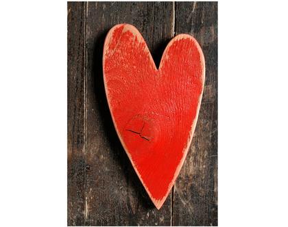 גלויה מצולמת. לב עץ אדום. פרינט מקורי. צילומים מקוריים. כרטיס ברכה לחורף. הדפס מקורי. לב אדום. לב אדום גלויה.