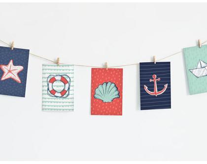 שרשרת גלויות מעוצבות בנושא ים   גרילנדה לעיצוב חדר ילדים או משרד   סט גלויות מאויירות על חוט עם אטבי עץ לקישוט חדר תינוקות