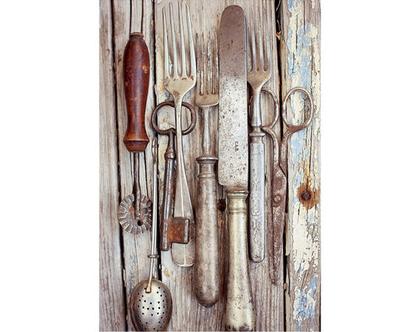 """גלויה מצולמת. אוסף מטבח וינטאג'. פרינט מקורי. צילומים מקוריים. הדפס מקורי. סכו""""ם וינטאג'. צילום מזלגות סכינים עתיקים."""