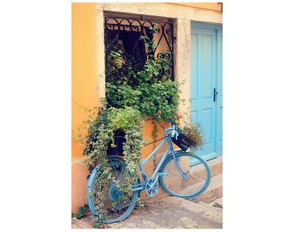 גלויה מצולמת. אופניים כחולות. פרינט מקורי. צילומים מקוריים. כרטיס ברכה. הדפס מקורי. דלת טורקיז.