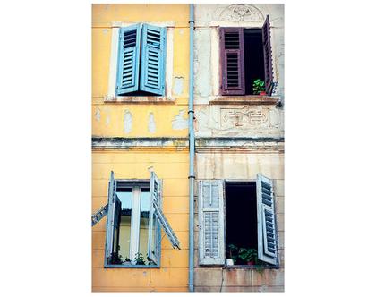 גלויה מצולמת. חלון עתיק. חלון ישן. פרינט מקורי. צילומים מקוריים. כרטיס ברכה. הדפס מקורי. הדפס עיר עתיקה.