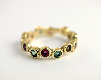טבעת זהב   טבעת מעוצבת   טבעת משובצת אבני טורמלין   טבעות אירוסין   טבעת בעיצוב אישי   אורה דן תכשיטים   מעצבת ברעננה  