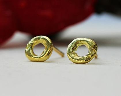עגילי זהב צמודים, עגילי זהב 14K, עגילים עגולים צמודים, עגילים אמורפיים, עגילים צמודים זהב צהוב, מתנה לאישה, עגילים ייחודים, עגילים לכלה
