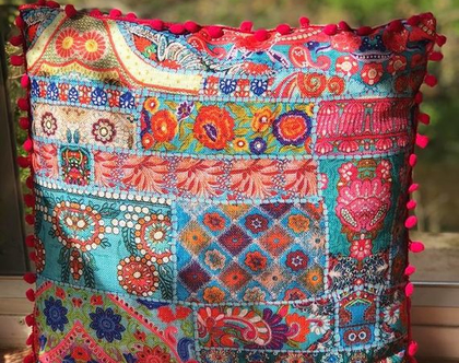 כרית הודו מרובעת | כרית מרובעת מיוחדת ומעוצבת | כרית פונפונים צבעונית