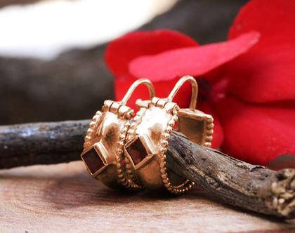 עגילי חישוק, עגילי זהב אדום , עגילי זהב 14K, עגילי גרנט אדום, עגילי חישוק קטנים, עגילים מעוצבים, מתנה לאישה, עגילים לכלה, עגילים זהב יחודיים