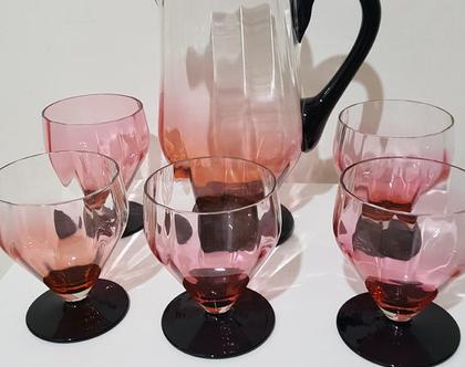 קנקן וחמישה גביעים מעוצבים זכוכית ורודה וינטג אמריקאי
