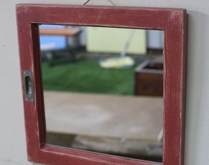 מראה מחלון ישן - אדום מיושן