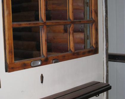 מראה מחלון ישן - מחולקת ל-6